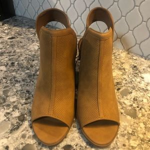 Coconuts by Matisse wedges with block heel